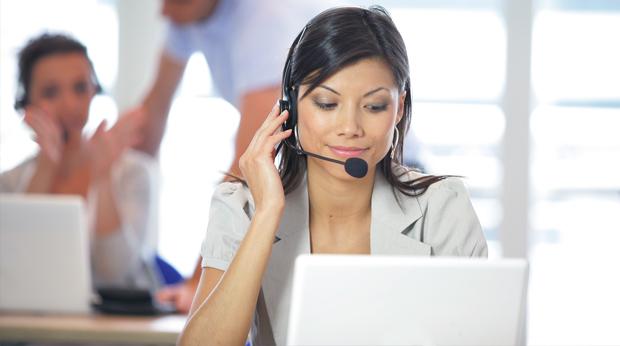 Téléconseillère dans un call center