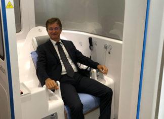 Patrick Sagon dans la télécabine médicale connectée d'H4D