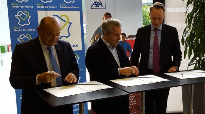 Jacques de Peretti, PDG d'Axa France, Xavier Bertrand, président des Hauts-de-France et Thomas Buberl, directeur général du groupe Axa signent une convention