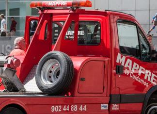 un camion de mapfre assitance