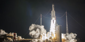 la fusee Ariane 5 au decollage