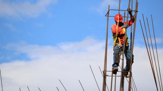 Un ouvrier sur un chantier