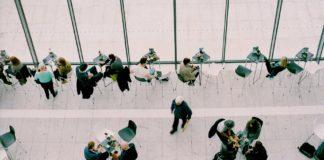 Des salariés au bureau