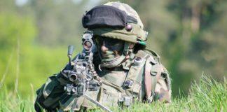 Un soldat à l'entraînement