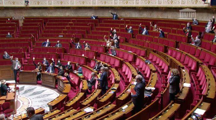 L'assemblée nationale adopte le PLFSS 2021 en deuxième lecture.