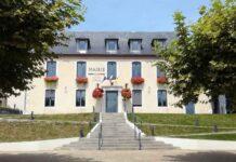 Mairie de Serres-Castet dans les Pyrénées-Atlantiques en France.